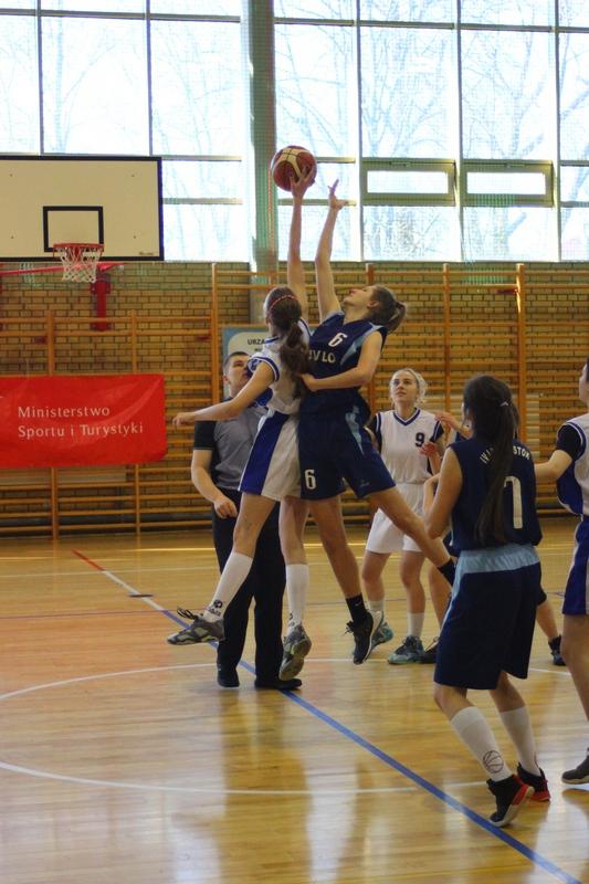 Zwycięski start koszykarek