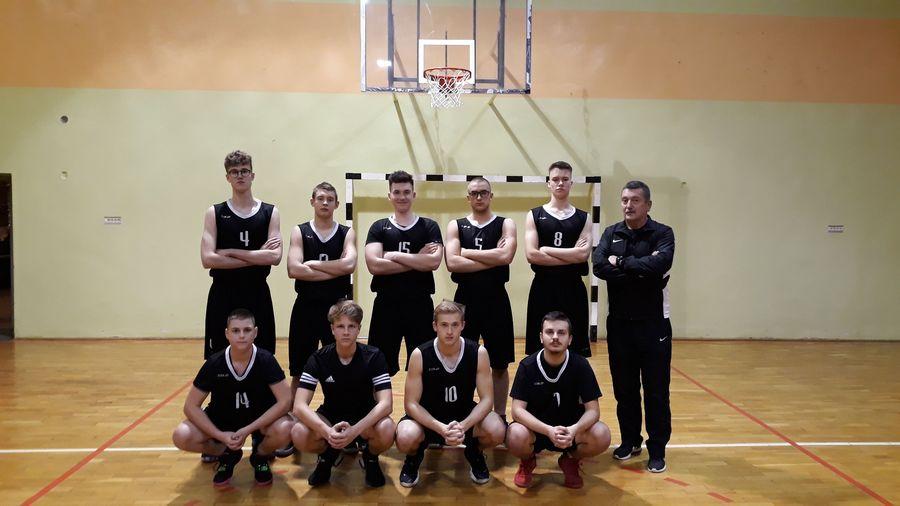 Startują koszykarze